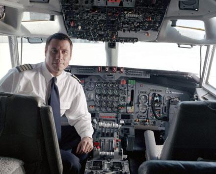 john-travolta-707-cockpit.gif