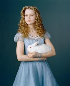 New-Alice-in-Wonderland-Mia-Wasikowska-Photoshoot-alice-in-wonderland-2010-10340857-1178-1450